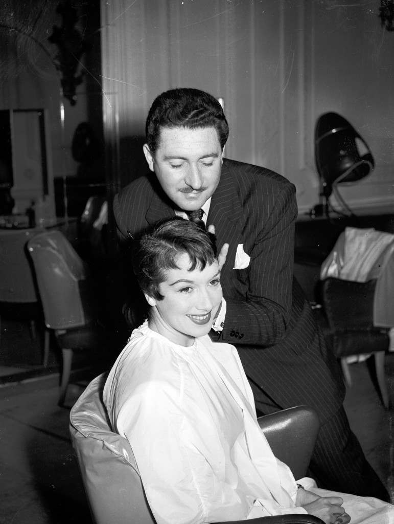 Pat Kirkwood has her hair cut for 'Peter Pan' pantomime by hairstylist Alan Spiers. Ref #: PA.6140967 Date: 10/12/1953