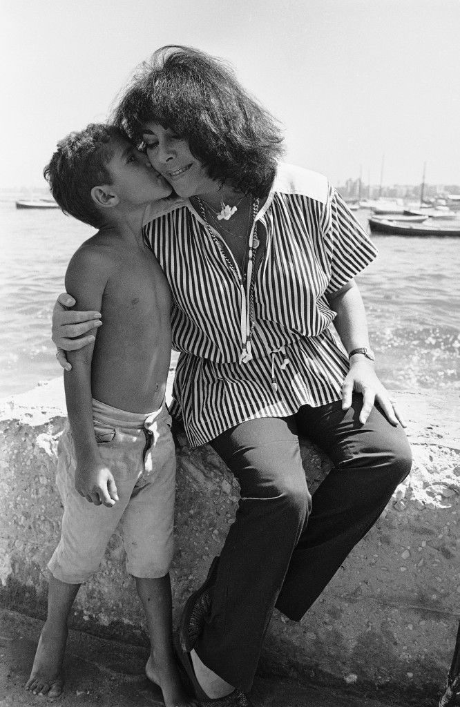 American actress Elizabeth Taylor receives a kiss from a young Egyptian boy during her visit to the yacht club of Egypt in Alexandria, Egypt on Sept. 18, 1979. Miss Taylor flew to Alexandria in President Anwar Sadat's jet and went sightseeing for two hours before returning to Cairo. (AP Photo/ Bill Foley) Ref #: PA.7627158  Date: 18/09/1979