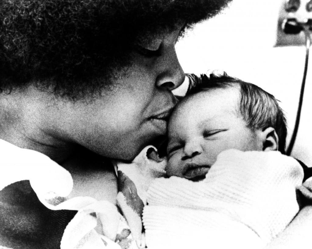 Adrienne Foreman, wife of unbeaten heavyweight boxer George Foreman, bestows a kiss on her three-day old daughter, Michi, in the hospital in Minneapolis, Jan. 8, 1973. Foreman is in training in Jamaica for his January 22 fight against Joe Frazier. Mrs. Foreman is from Minneapolis and her husband will not see the child until after the fight. Mother and child are doing fine. (AP Photo) Ref #: PA.8561542  Date: 08/01/1973