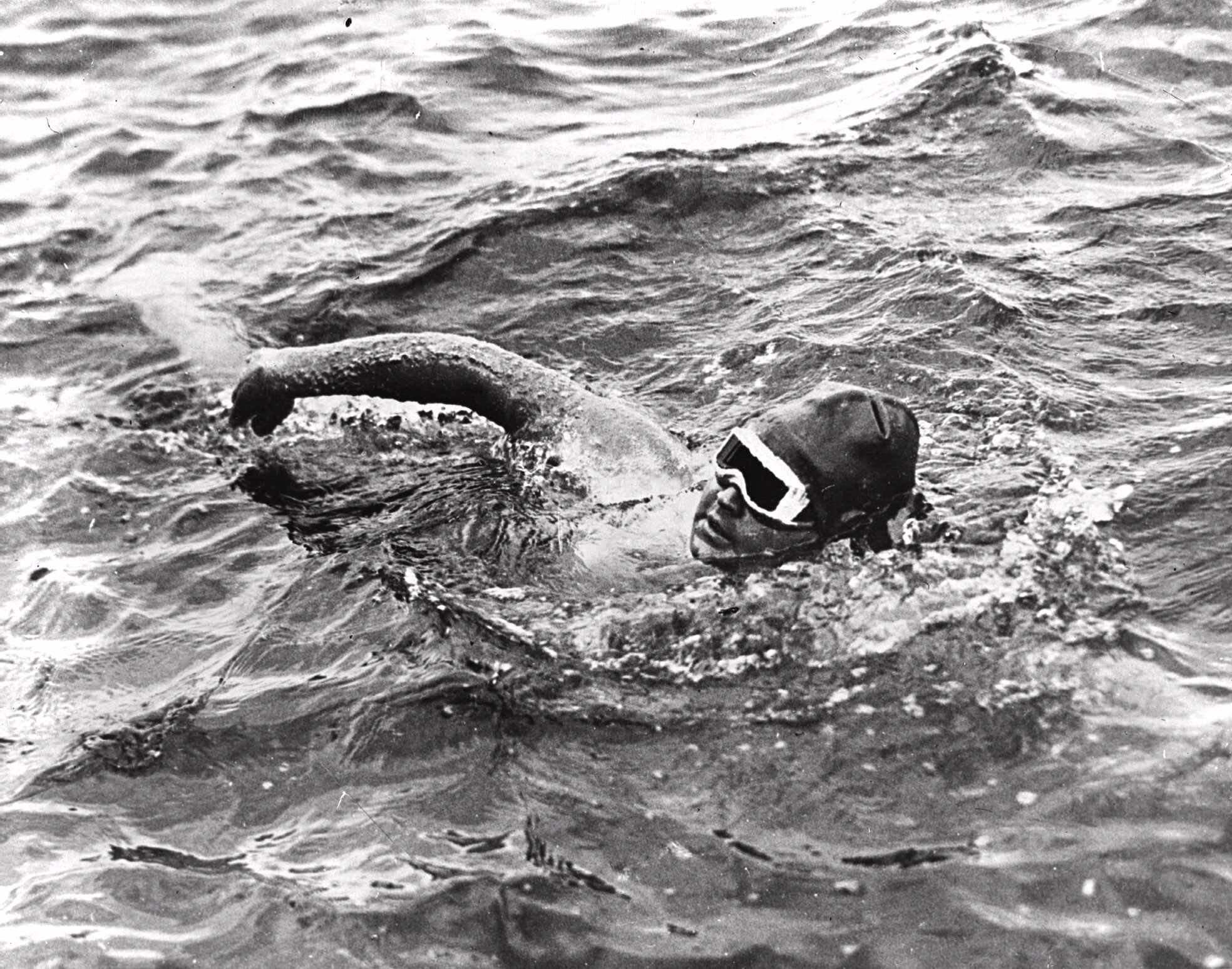 Gertrude Ederle Swimming The English Channel Swimming The English C...