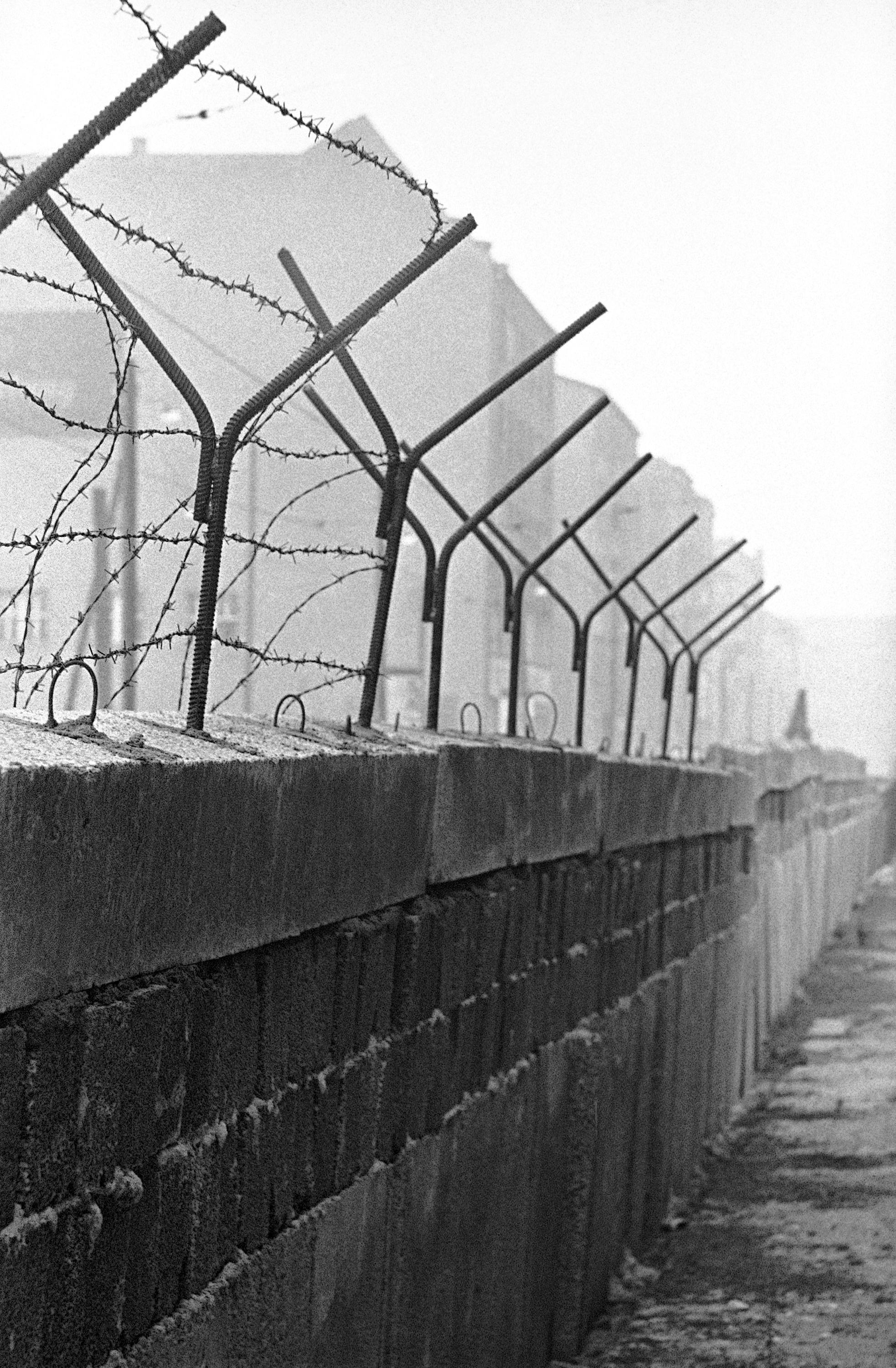 The building of the berlin wall 1961 1962 for Wall pictures