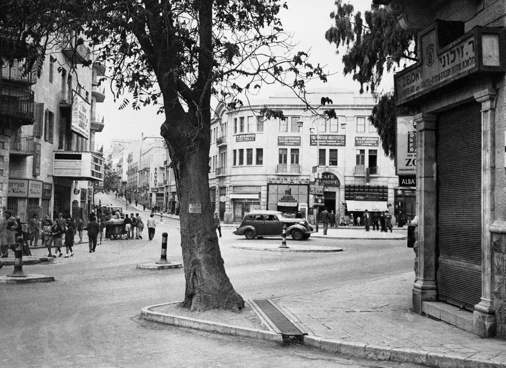 Jerusalem''s main street inter-section-Zion Square, on Nov. 28, 1945. (AP Photo) Ref #: PA.9933840 Date: 28/11/1945