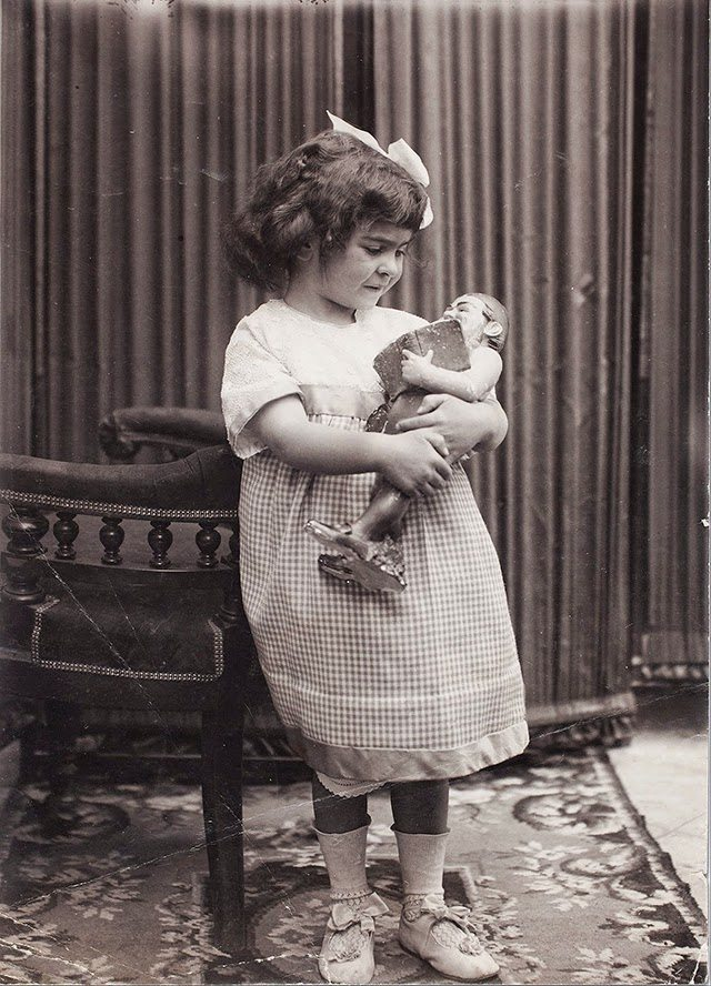 Frida Kahlo at age 4, 1911