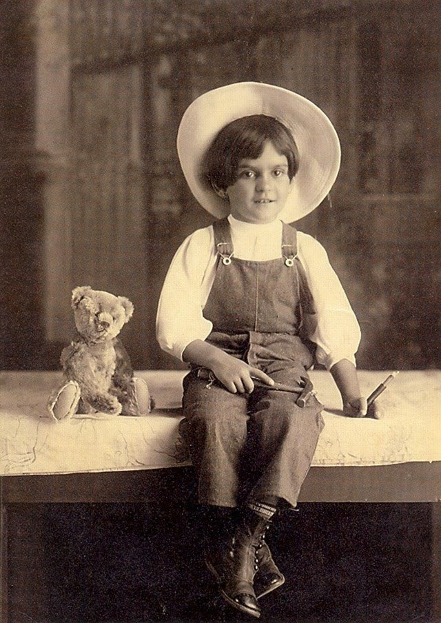 Frida Kahlo at age 6, 1913