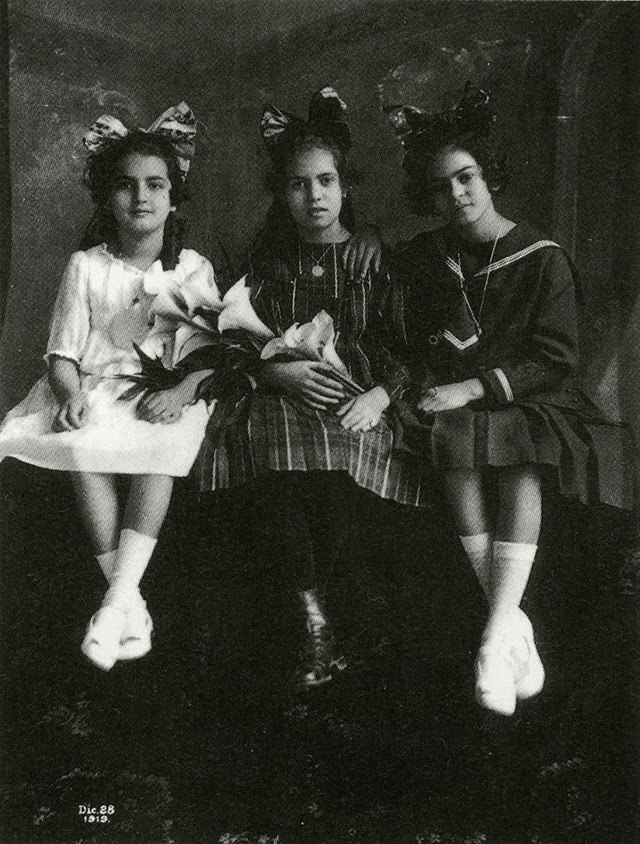 Frida (far right) age 12, with sister Cristina (L) and best friend, Isabel Campos (C), 1919