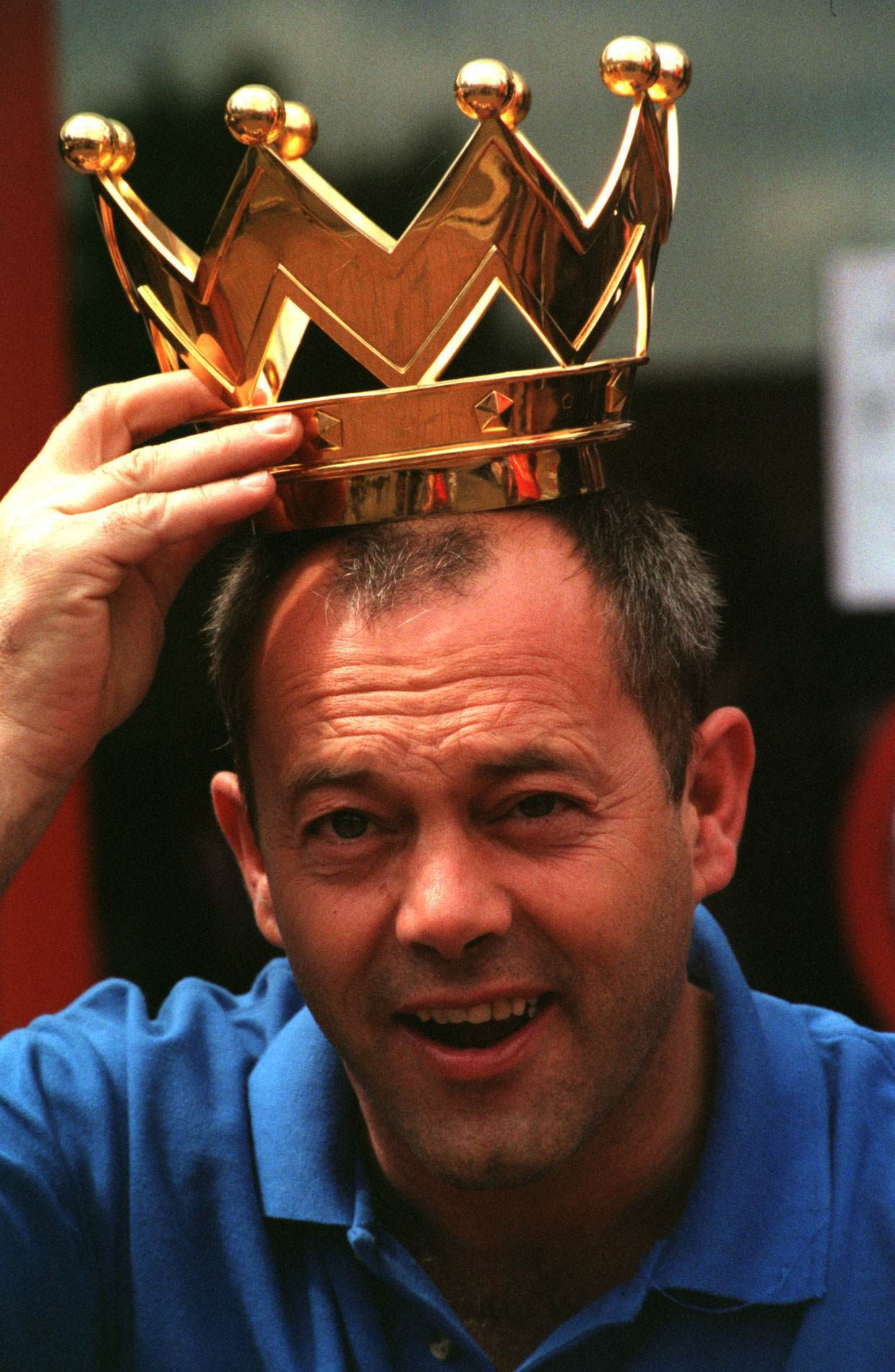 """PA NEWS PHOTO 31/5/98  COMEDIAN KEITH ALLEN POSES WITH THE LEAGUE TROPHY AT ARSENAL F.C.'S HIGHBURY GROUND IN LONDON FOR THE  """"FIFE 98"""" A CHARITY FOOTBALL TOURNAMENT ORGANISED BY THE BRITISH FILM INDUSTRY IN AID OF THE LORD MAYOR OF LONDON APPEAL"""