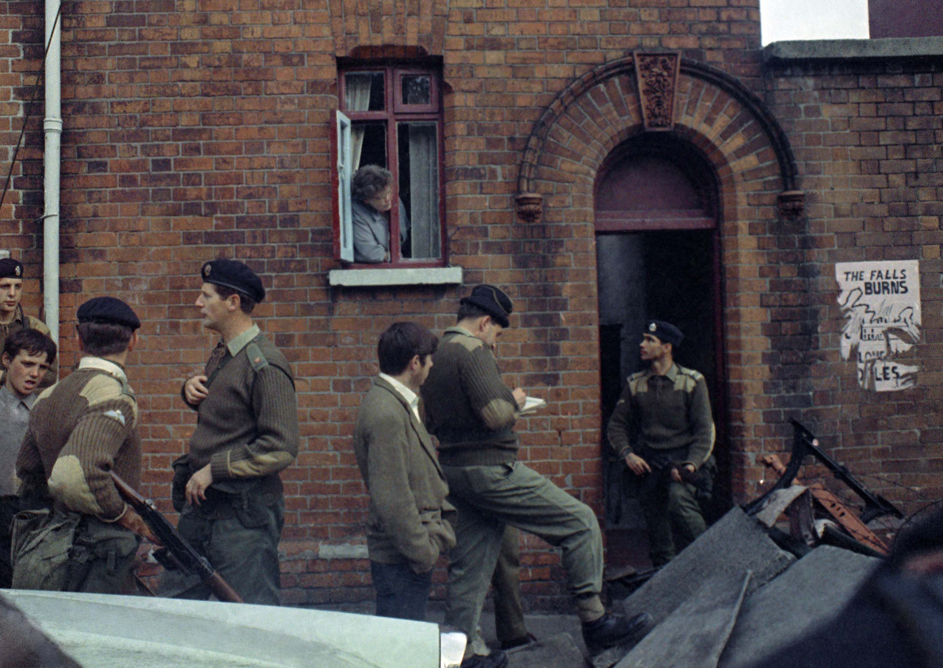 photos of the british army in northern ireland