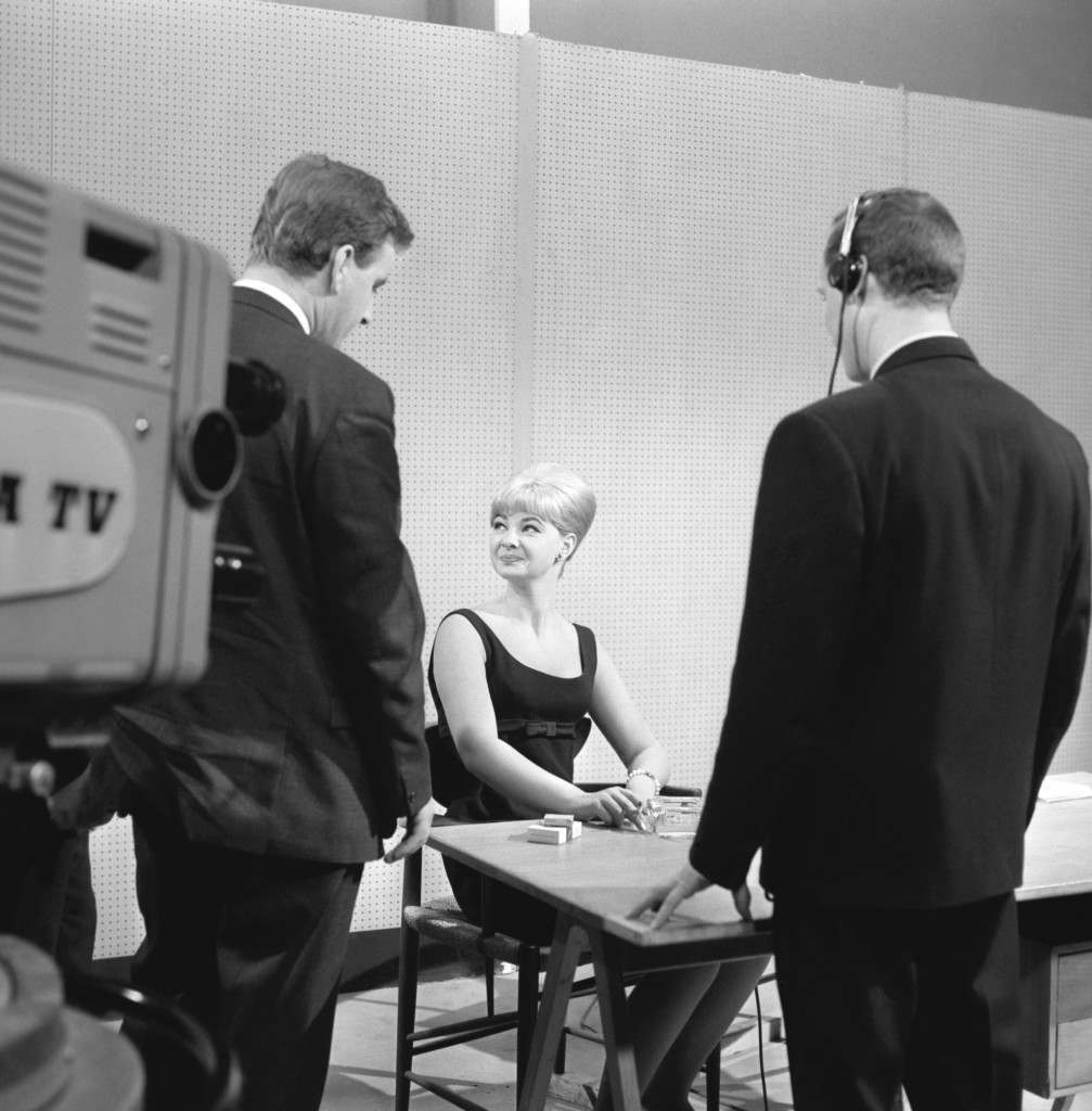 File photo 19/07/63 of Denis Pitts interviewing Mandy Rice-Davies