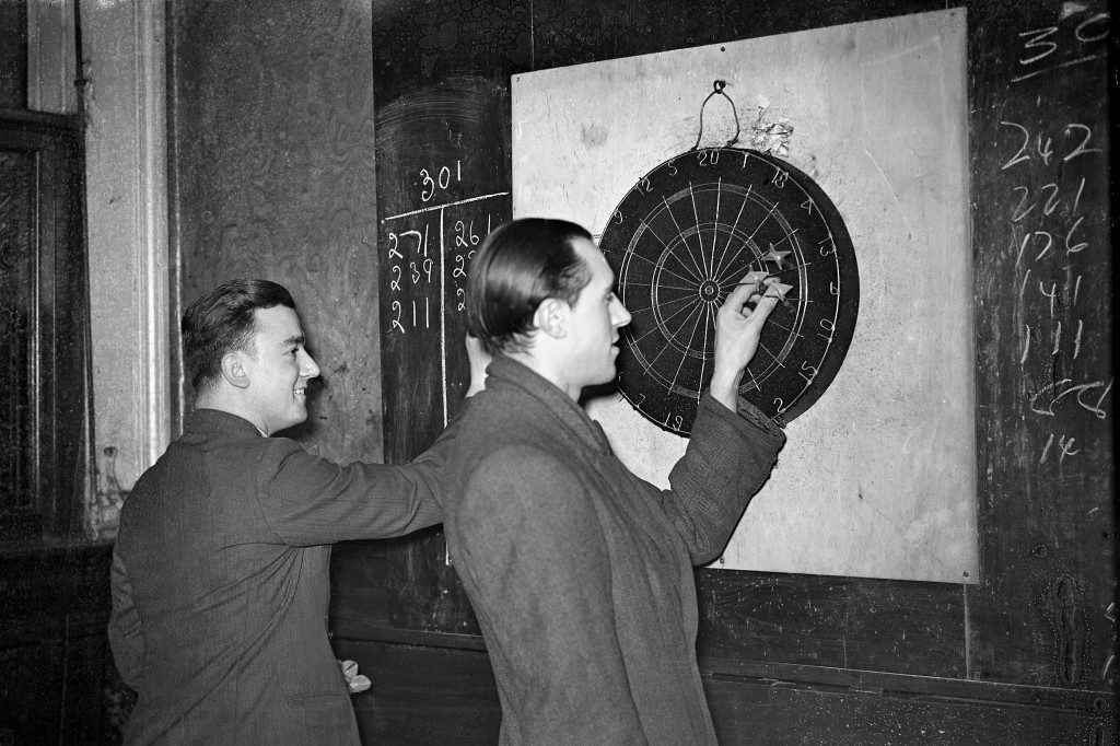Darts - Playing For A 'Pint'! Working-Man's Favourite Indoor Game Sweeps The Country