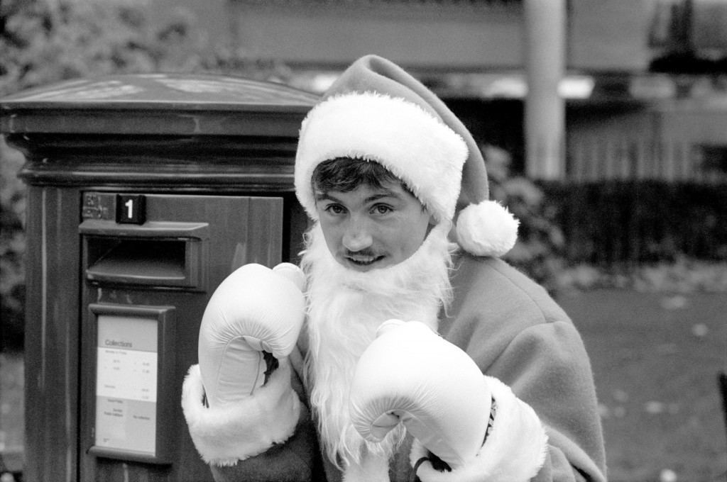 Former World Featherweight Champion Barry McGuigan joins the Post Office's campaign advising people to beat the Christmas rush by posting their cards early Ref #: PA.615619  Date: 08/12/1986