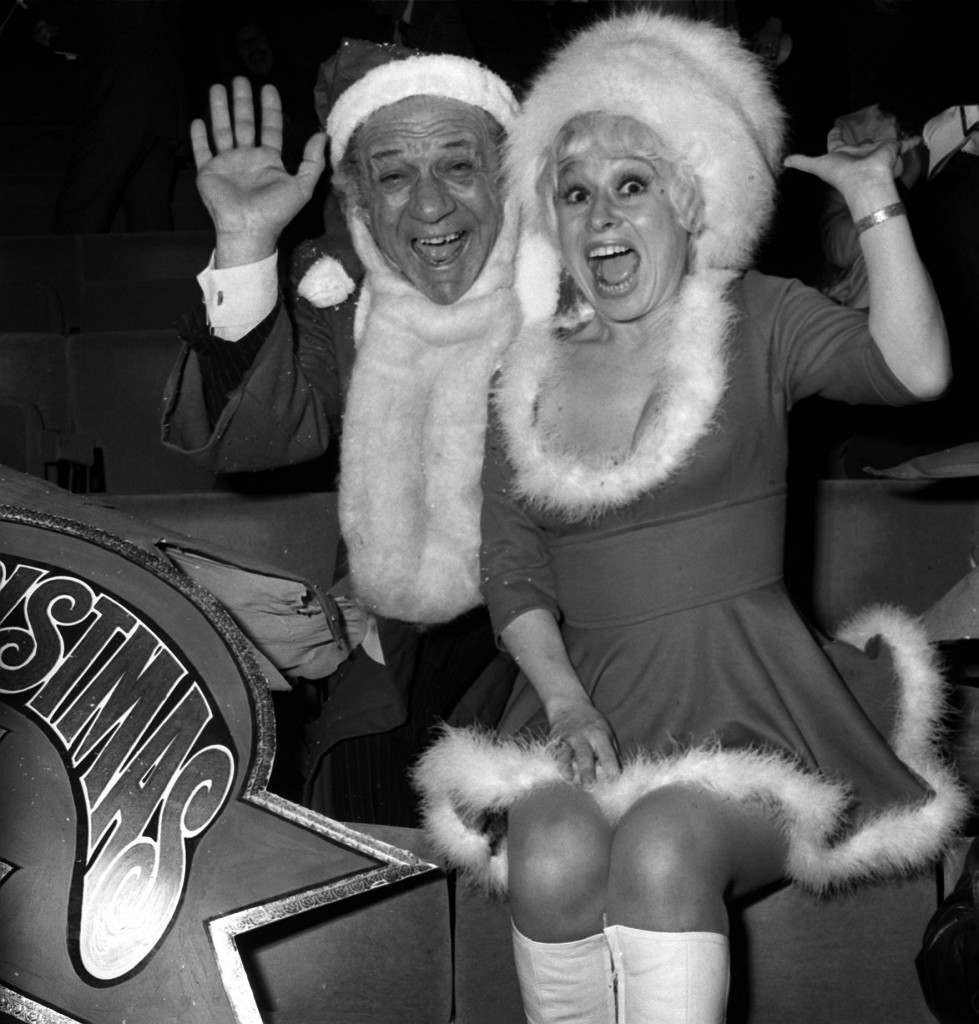 Carry On stars Sid James and Barbara Windsor welcome guests to a party for ITV's Christmas performers at the New London Theatre Ref #: PA.729930  Date: 12/12/1973
