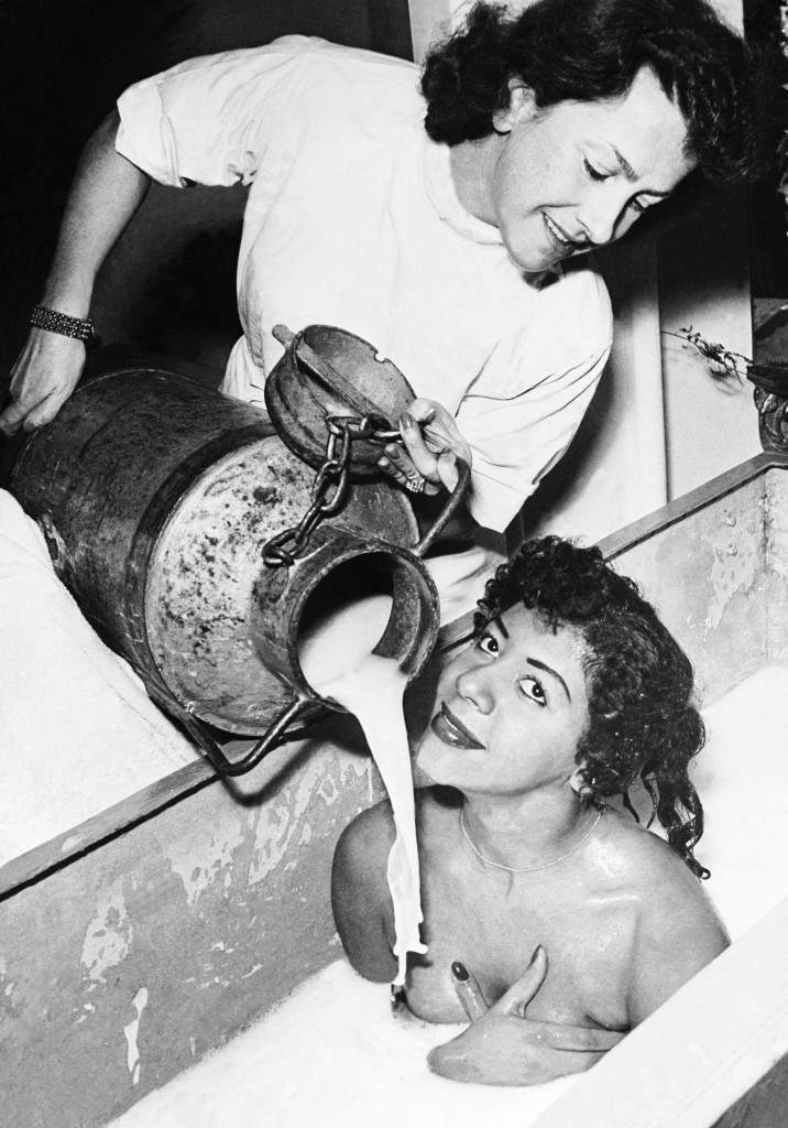 A young woman takes a bath in milk at the Institute of Beauty in Paris. Ref #: PA.7392310  Date: 16/11/1953