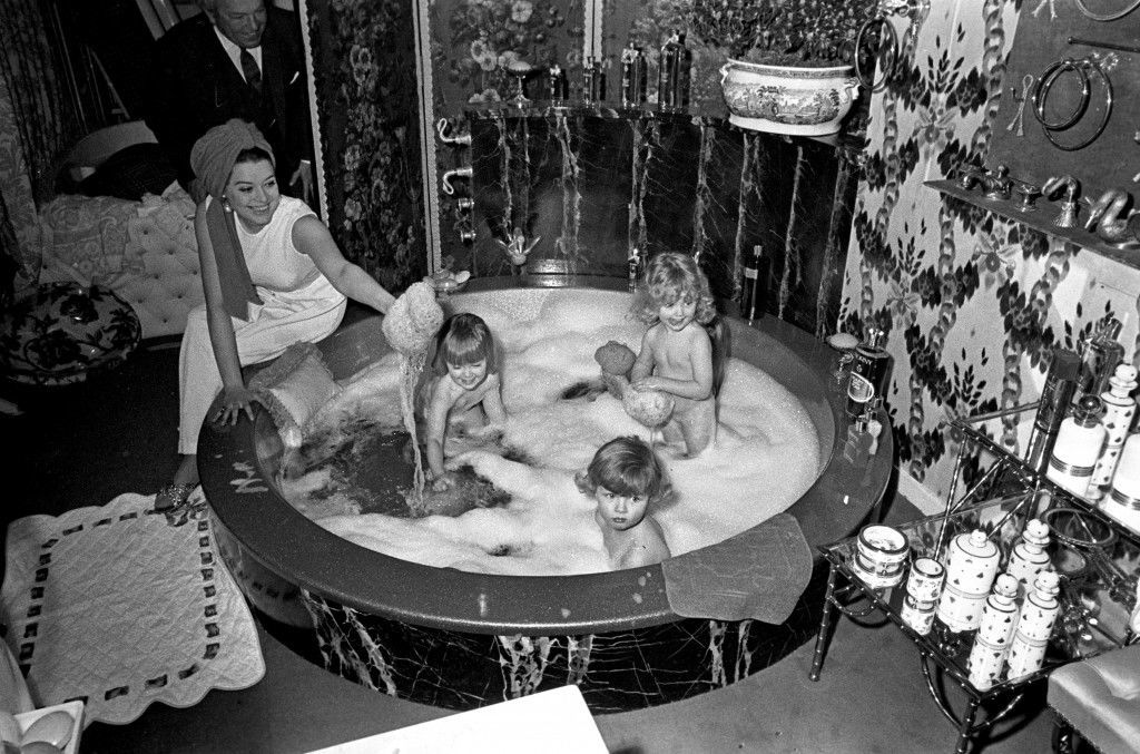 The opening of the new 'Bathroom Boutique', the first in the UK, at Mount street, London Actress Lynda Baron and four young 'water-babies' make good use of the 'Gold Dust Moon Bath', which is made of reinforced fibreglass and costs £250.  Ref #: PA.8314362  Date: 06/03/1968