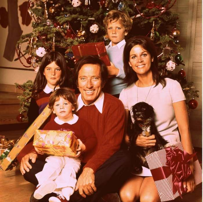 A Merry Mix of Christmas Song Performances from the 1960s-80s - Flashbak
