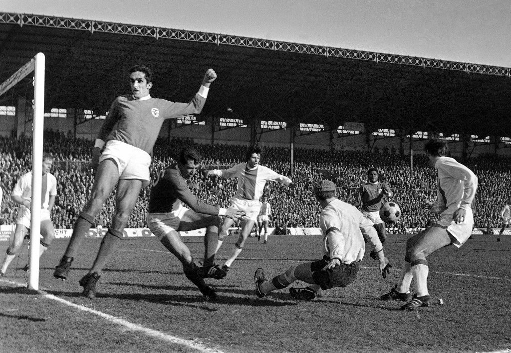 Benfica soccer players Fernando Cruz, second left, Jose Henrique, goalkeeper and Eusebio da Silva Ferreira in action during the European Cup Quarter Final football match between Ajax and Benfica (dark jerseys) at the Stade Olympique Yves-du-Manoir, in Paris, France on March 5, 1969. (AP Photo/Jacques Marqueton)