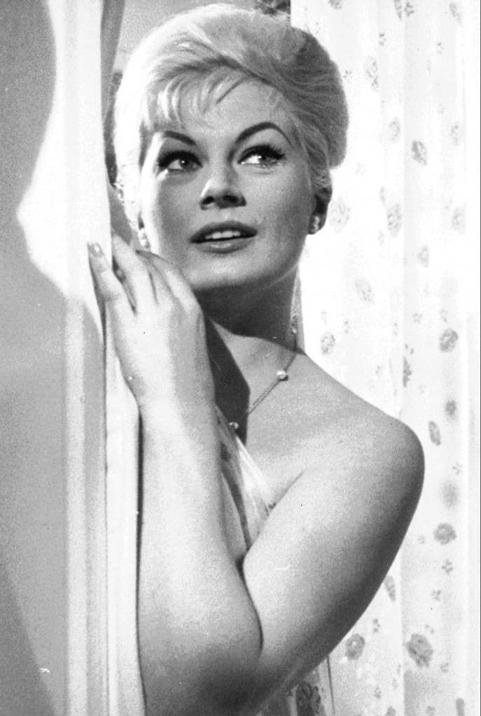 Swedish actress Anita Ekberg seen during shooting of a film (AP Photo/Mario Torrisi/Archiv) Ref #: PA.2535017  Date: 01/04/1960