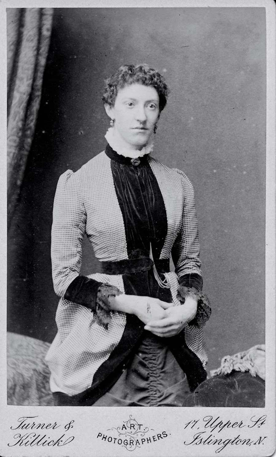 Photographic portraits of Victorian womenVictorian Woman Portrait