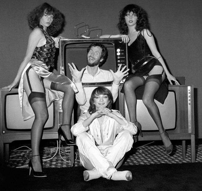 kenny-everett-and-hot-gossip