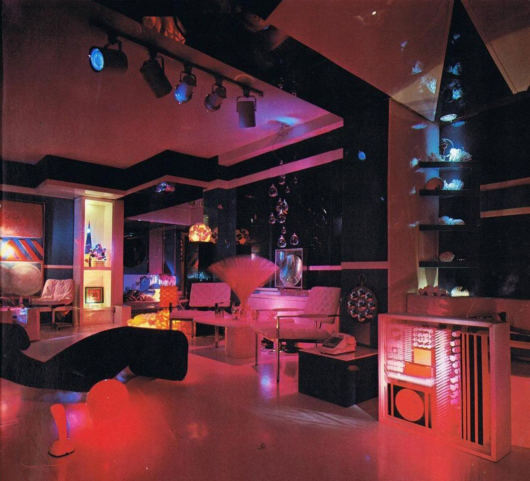 Magical mystery d cor trippy home interiors of the 60s for 70s office design