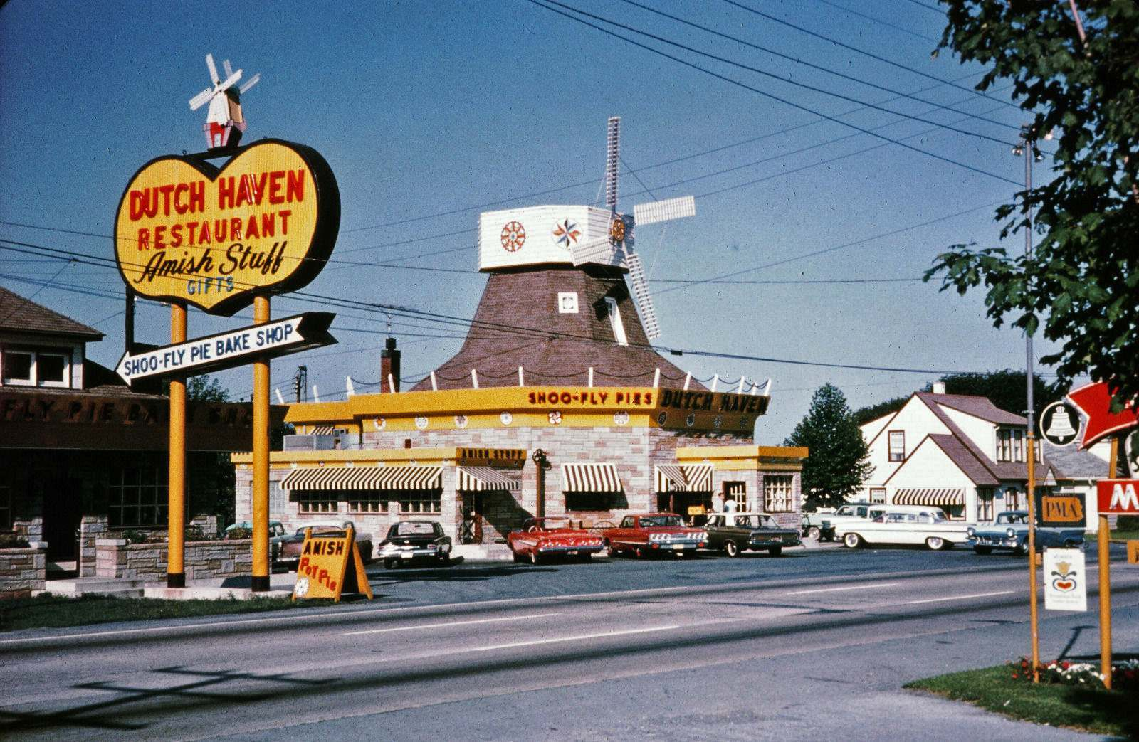Roadside America: A Look at Mid-Century Diners