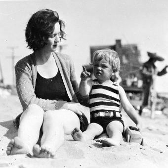 Marilyn Monroe On The Beach With Her Mother In 1929