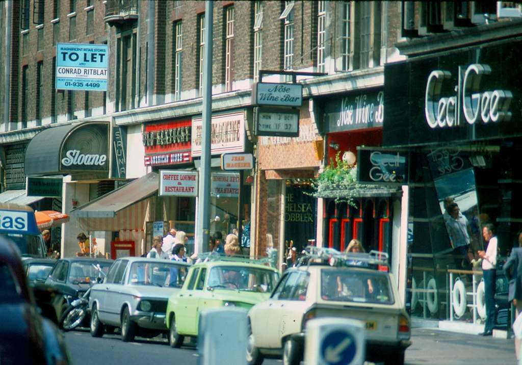 1976 - London - Kings Road To Let over Sloane