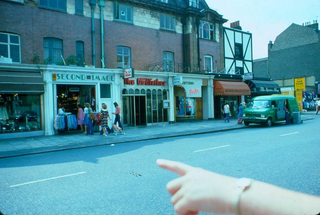 1976 - London - Kings Road finger pointing