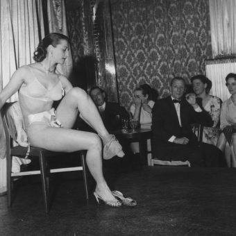 Stripping at London's Raymond Revuebar in 1958: fantastic photos