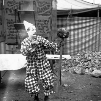 23 Extraordinary Photos of Circus Performers in Strabane, 1910-11