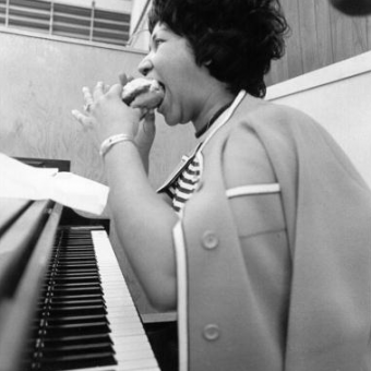 Watch Aretha Franklin Record 'The Weight' In 1969 As Mavis Staples And The Band Play On