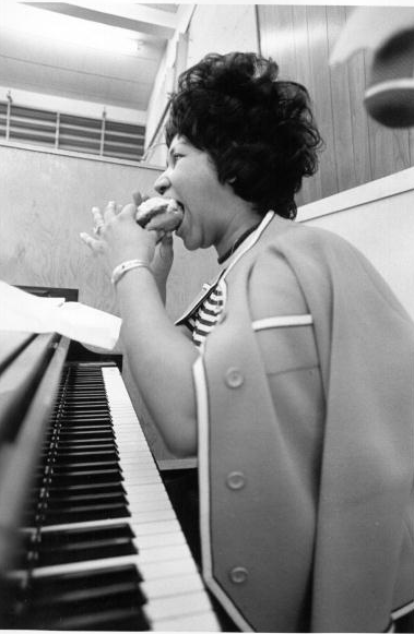 Watch Aretha Franklin Record The Weight In 1969 As Mavis