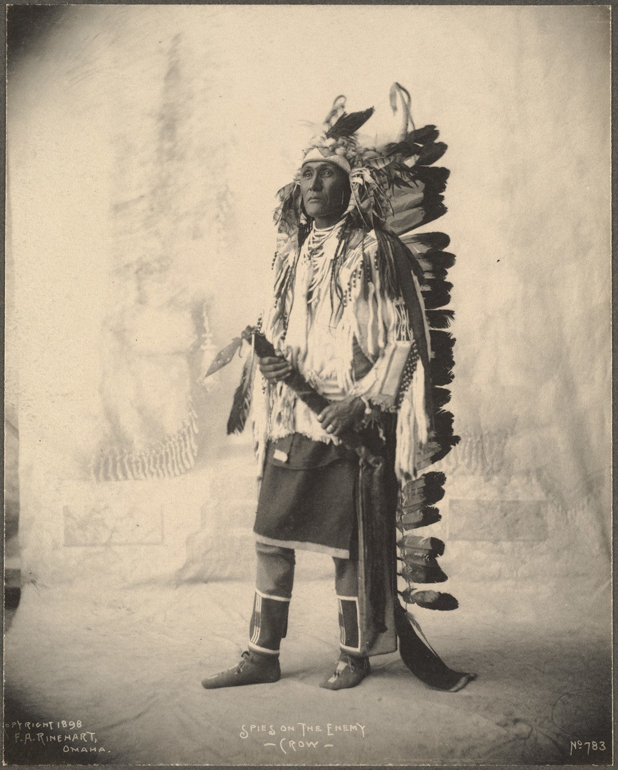 Spies On The Enemy, Crow, 1899. (Photo by Frank A. Rinehart)