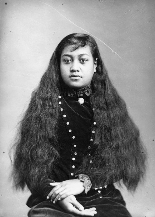 Carte de visite portrait of a young Maori woman from the Hawkes Bay district, taken 27 March 1886 by Samuel Carnell of Napier.