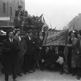 British Football Fans 1900-1930: Black Faces, Duck Hats And Living Dangerously