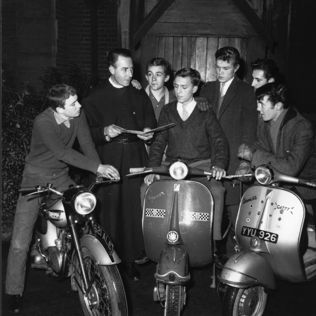 Reverend William Shergold discussing an outing with members of the Hackney 59 Club.   (Photo by Evening Standard/Getty Images)