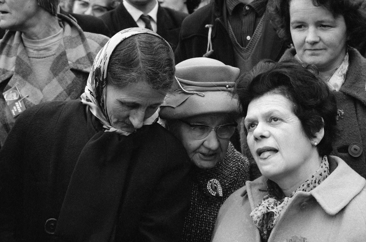 17th March 1966:  A crowd listening to a speech by the British politician and Deputy Leader of the Labour Party, George Brown (1914 - 1985) during the general election campaign.  (Photo by McCabe/Express/Getty Images)