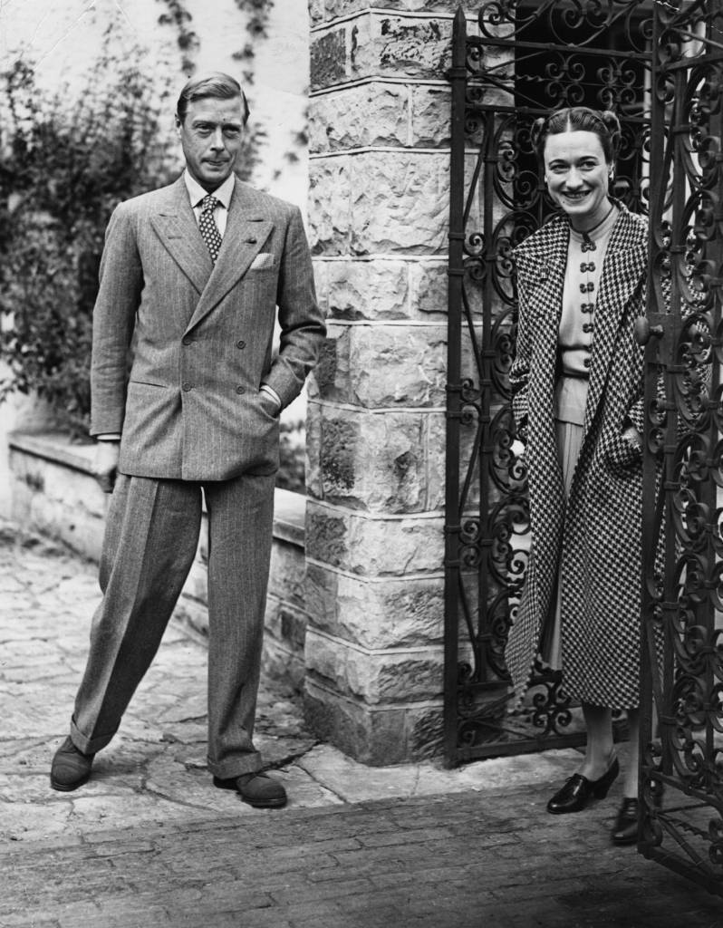 13th September 1939:  The Duke (1894 - 1972) and Duchess (1896 - 1986) of Windsor in England after an absence of nearly three years, at Major Edward Dudley Metcalfe's country house, Coleman's Hatch, Ashdown Forest, Sussex.  (Photo by Keystone/Getty Images)