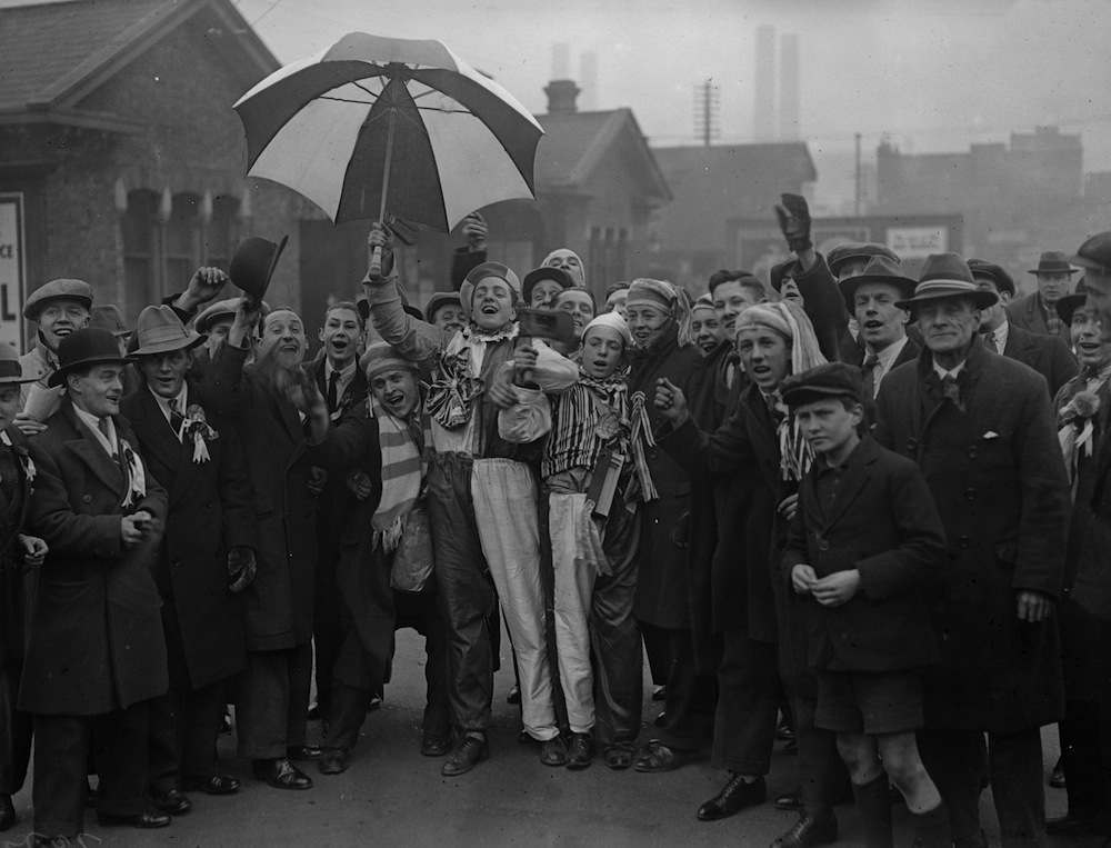 27th December 1930:  A group of Chelsea Football Club supporters.  (Photo by Fox Photos/Getty Images)