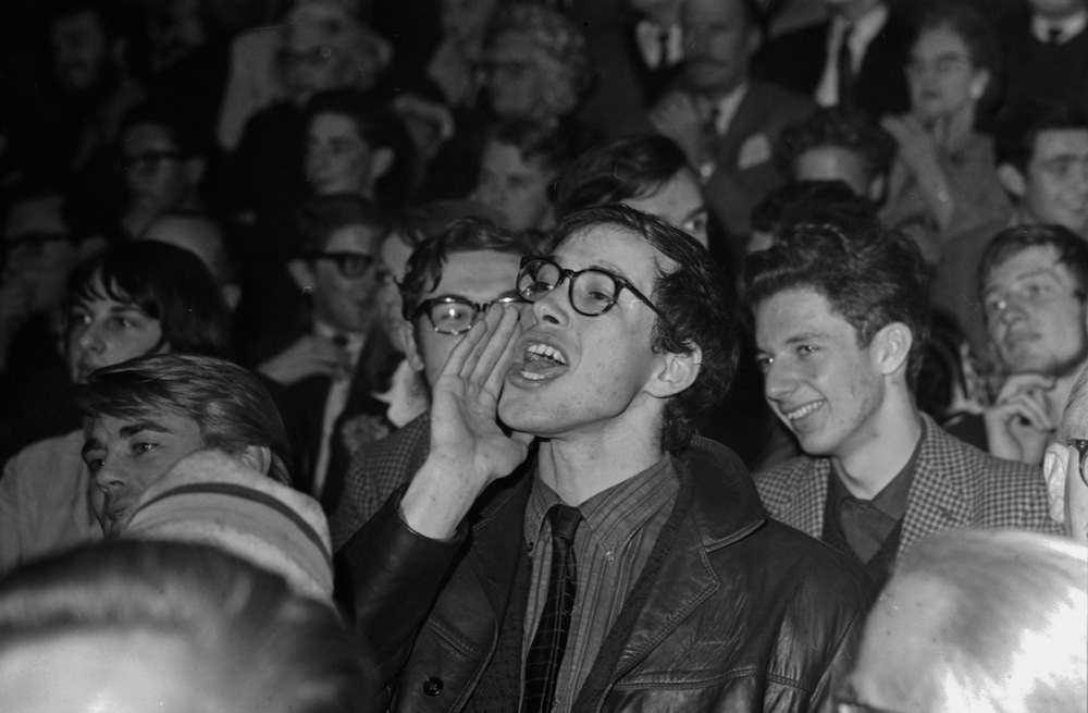 A member of the public heckling politician Quintin Hogg on stage, St Pancras Town Hall, London, October 5th 1964. (Photo by Philip Townsend/Express/Getty Images)