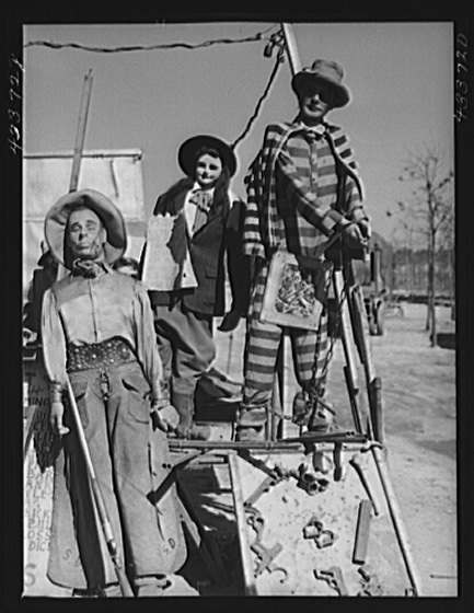 "Title: Part of the exhibit of the travelling show ""crime museum"" near Fort Bragg, North Carolina Creator(s): Delano, Jack, photographer Date Created/Published: 1941 Mar."