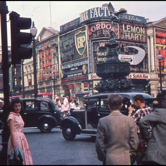 Sixteen Fabulous Colour Photos of a Weekend Trip to London in 1959