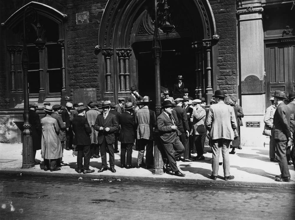 24th August 1924:  Crowds gathering outside a communist meeting in the Memorial Hall on the site of the old Fleet prison, London.  (Photo by Osbourne/Topical Press Agency/Getty Images)