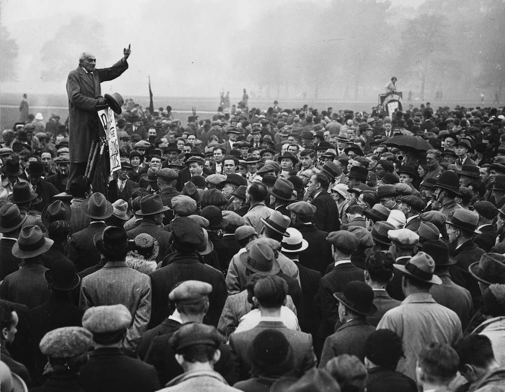 24th September 1933:  Addressing crowds at Speakers' Corner in Hyde Park, Communist MP Saklatvala Shapurji calls for the release of the Reichstag Fire suspects in Germany. The fire, which burned down the Reichstag parliament building, was allegedly started by Communist Party member Marinus van der Lubbe and gave the German government a pretext to introduce a state of emergency across the country and suppress opponents of the Nazi regime.  (Photo by Keystone/Getty Images)