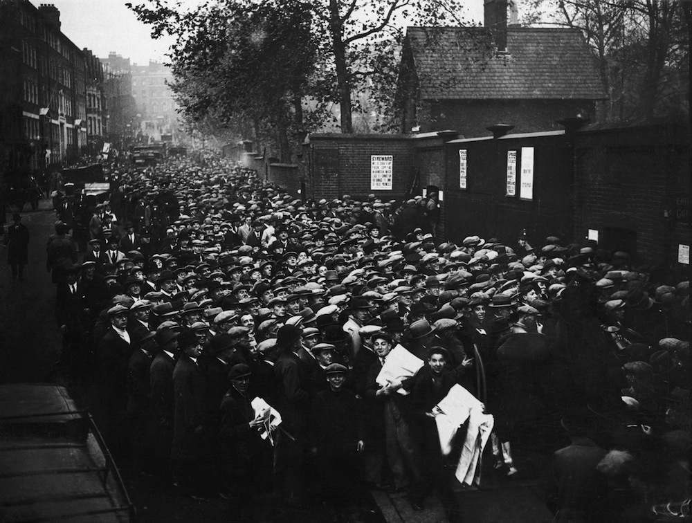 Large crowds of fans waiting to get into Arsenal's Highbury Stadium for the game against Aston Villa, 8th November 1930. The match winners will go top of the First Division. (Photo by S. R. Gaiger/Topical Press Agency/Getty Images)