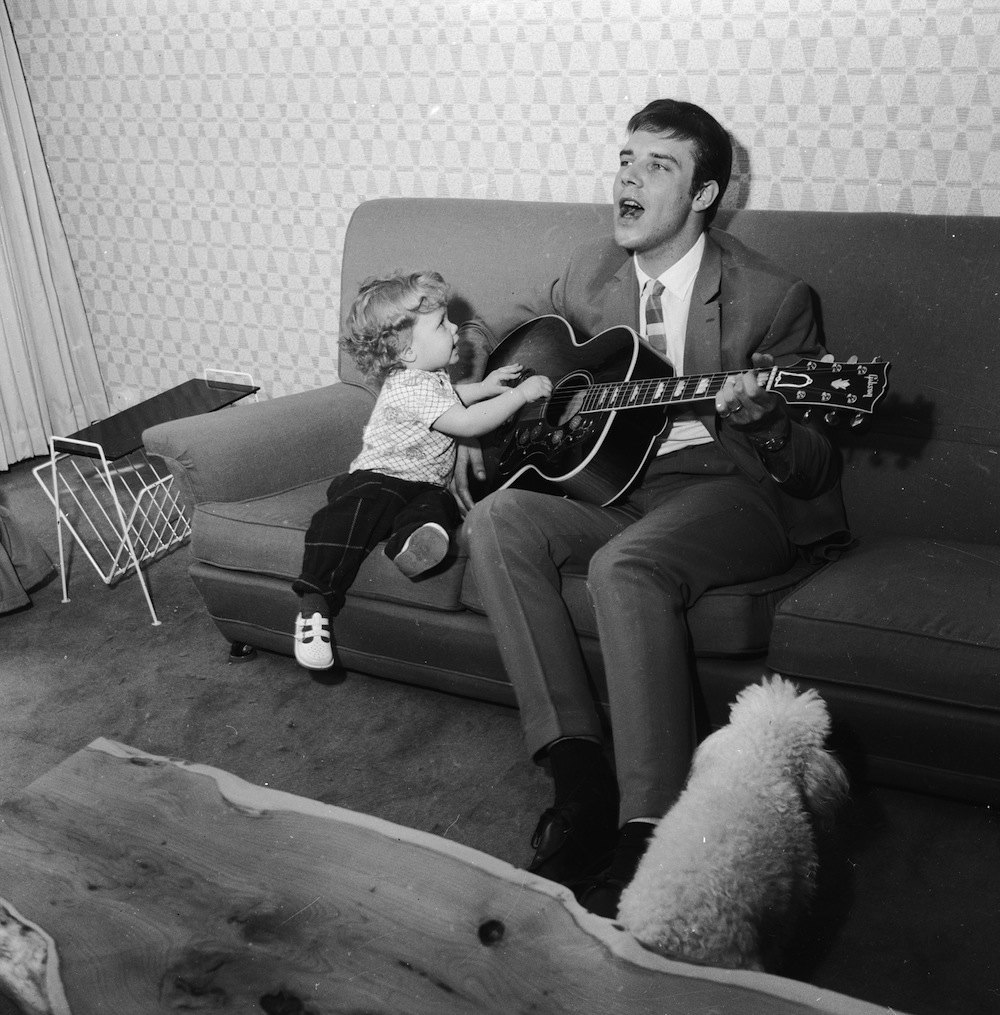 1st June 1962:  English pop star Marty Wilde gives a private performance at home for his three-year-old daughter Kim.  (Photo by Chris Ware/Keystone Features/Getty Images)