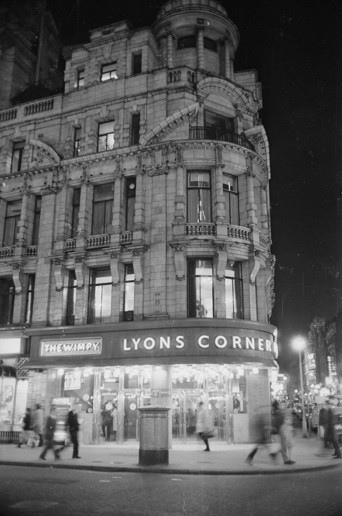 28th November 1966: The Lyons Corner House on Coventry Street and Rupert Street in Piccadilly, London. It has been home to the first ever Wimpy Bar since 1954. (Photo by Les Lee/Express/Getty Images)
