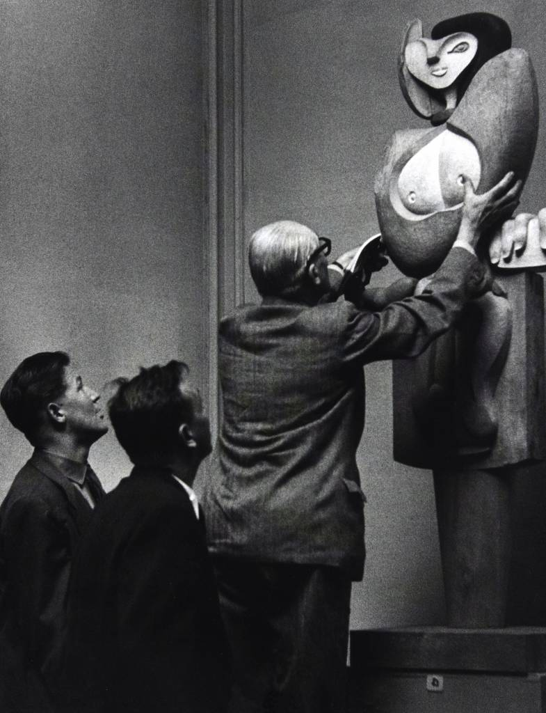 Corbusier adjusting his sculpture Femme, 1953, a collaboration with French artist Joseph Savina, some of whose works were influenced by Le Corbusier's paintings and drawings.
