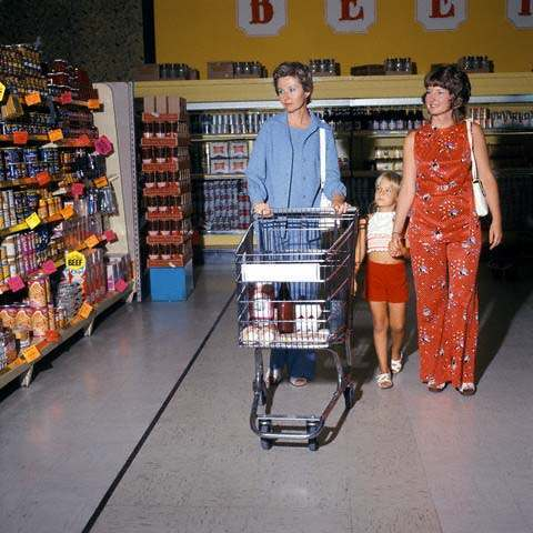 1975 Grocery Store Aisle