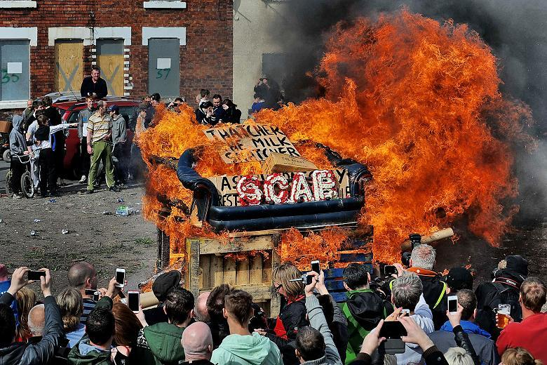 Goldthorpe 2013 - people celebrate the death of Margaret Thatcher.