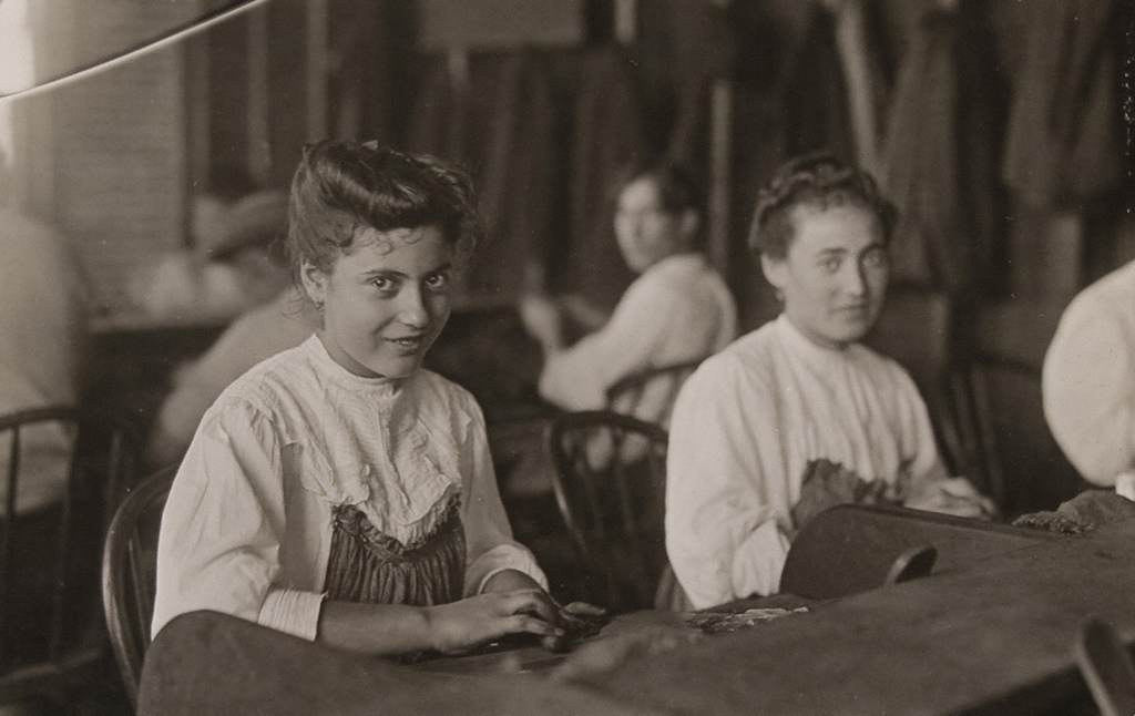 Cigar Factory Girls, Tampa, Florida, Jan. 1909